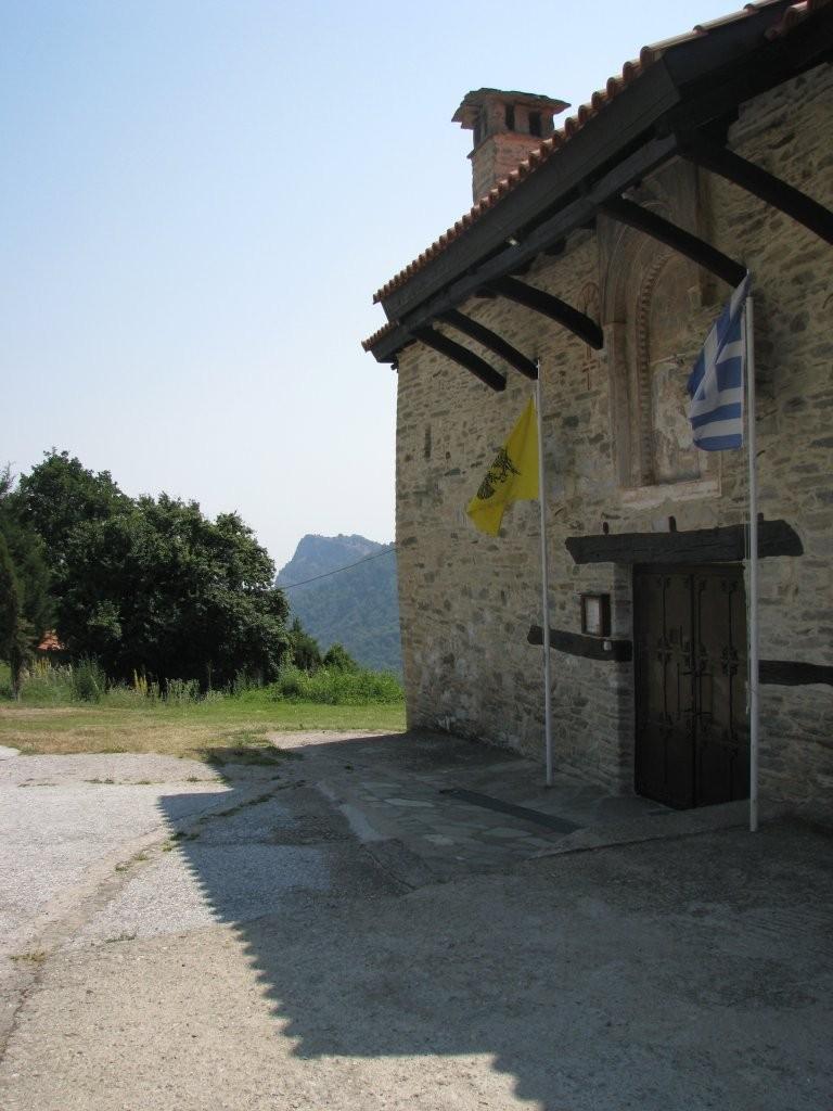 Η είσοδος της Ιεράς Μονής Κανάλων olimpos.eu όλυμπος olympos